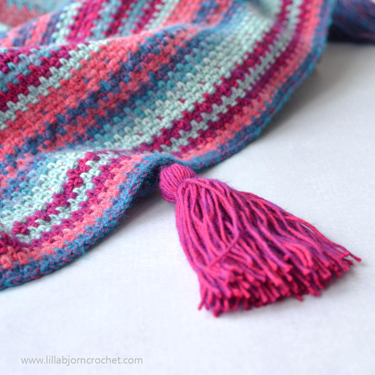 Crochet shawl with linen stitch - free pattern by www.lillabjorncrochet.com