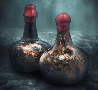 Il tempo ha trasformato le bottiglie del vino del naufragio in una lucentezza simile a un guscio, e Christie's ha sigillato le cime con cera rossa fresca.