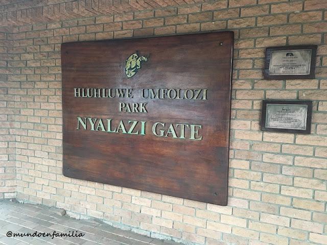 Nyalazi Gate en el Parque Hluhluwe-Imfolozi