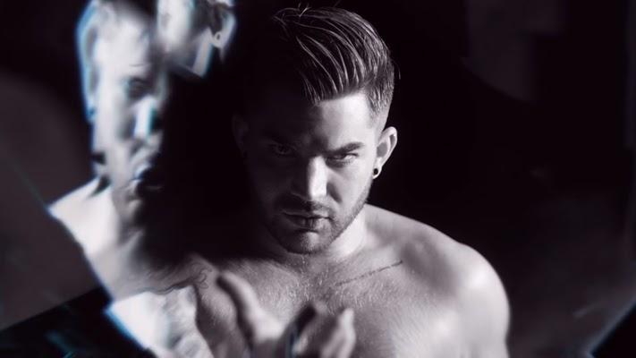 Só nós achamos que o Adam está virando um daddy cada dia mais lindo?