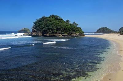 tempat wisata pantai kedung celeng di malang jawa timur