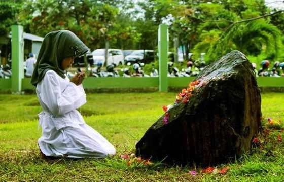 Doa Ziarah Kubur Orang Tua Singkat Agar Diampuni Dosanya