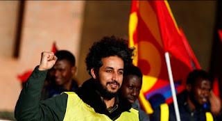 المهاجرون ينقلون احتجاجات السترات الصفراء الى إيطاليا ويتظاهرون بالآلاف ضد قانون سالفيني للهجرة