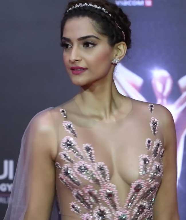 Hot Sonam Kapoor Big Boobs and Deep Cleavage