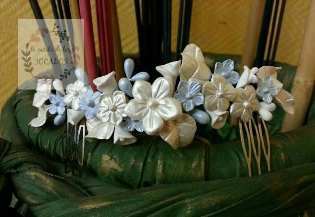 peineta de porcelana artesanal para novia vintage en blanco y azul