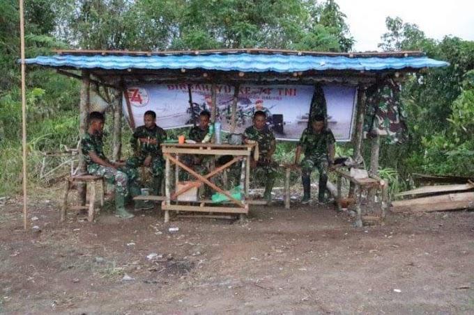 Pondok Signal Satgas TMMD Bersama Masyarakat Binuang Santang.