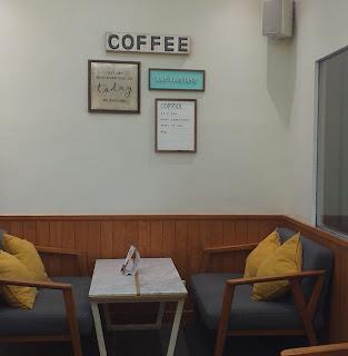Sofa nyaman di El's Coffee