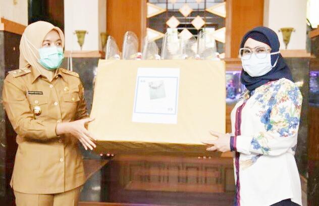 Wawako Palembang Salurkan APD Ke RS Baru Kota Palembang