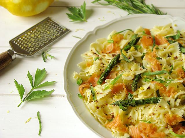 Recette bio de salade composée à base de pâtes et de saumon fumé