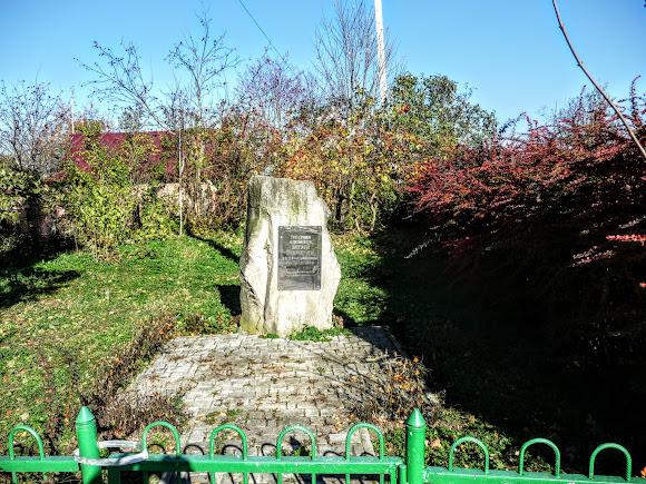 Болехів, Україна. Пам'ятний знак на місці будинку Наталії Кобринської