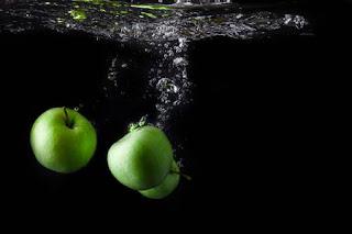 Alma víz gyümölcs