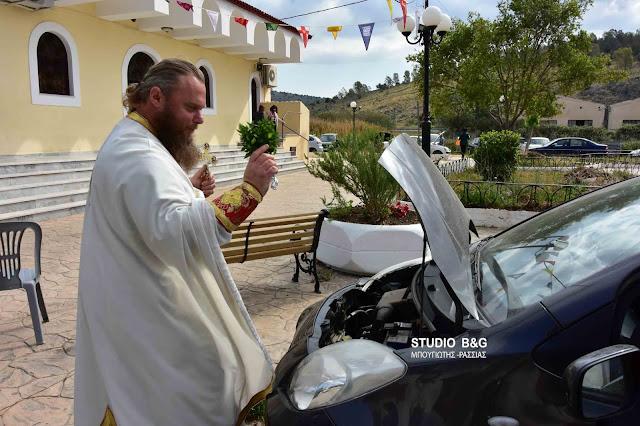 Με αγιασμό των αυτοκινήτων γιόρτασαν τον Άγιο Χριστόφορο στο Ναύπλιο (βίντεο)