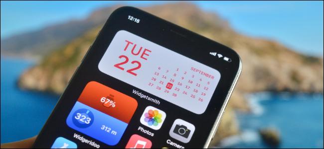 مستخدم iPhone يقوم بإنشاء عنصر واجهة مستخدم مخصص للشاشة الرئيسية