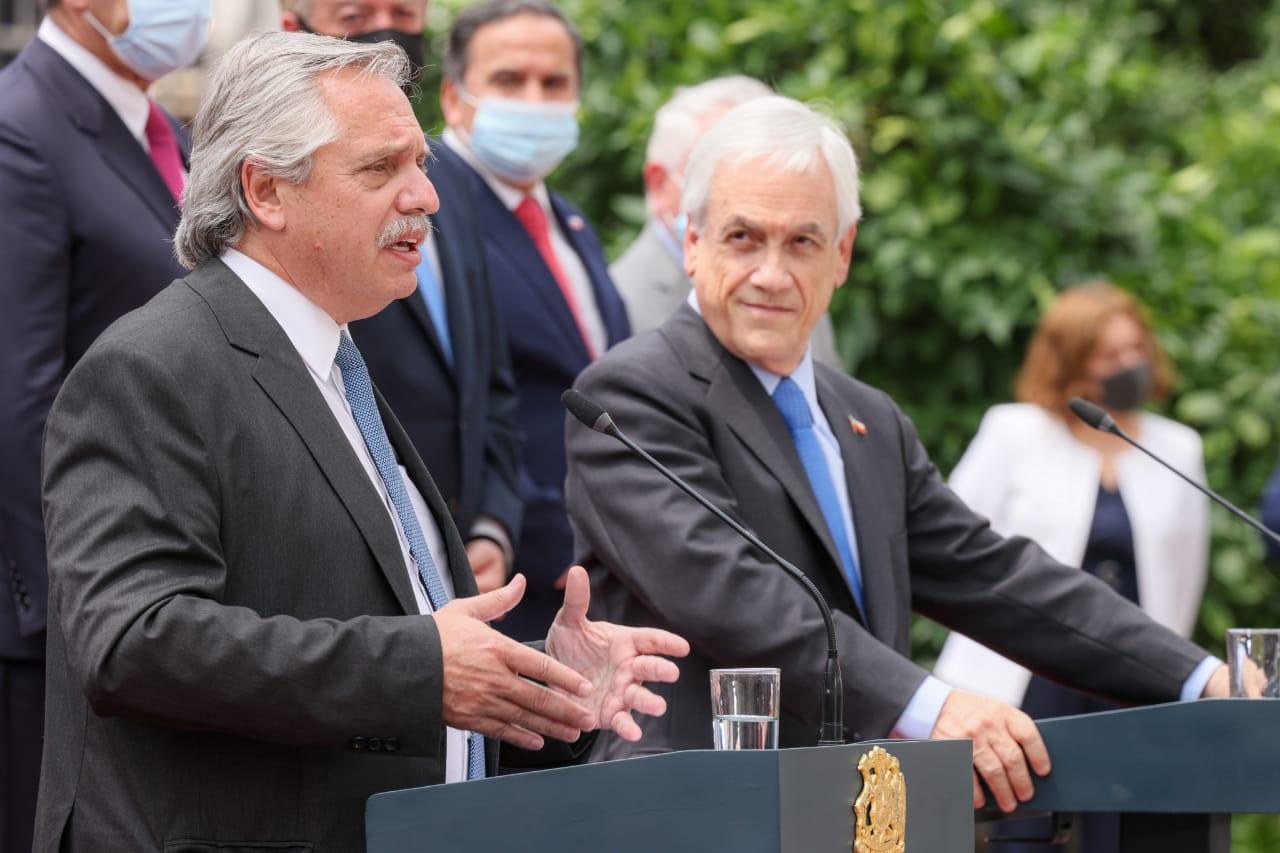"""Chile se distancia de Argentina y condena la represión en Cuba: """"No hay justificación para impulsar medidas que intenten acallar a los ciudadanos"""""""
