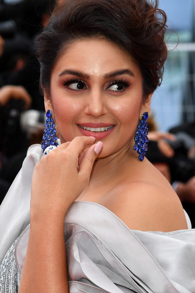 Huma Qureshi Filmography Hits or Flops, Huma Qureshi Super-Hit, Blockbuster Movies List - here check the Huma Qureshi Box Office Collection Records and Analysis at MTWiki Blog. latest update on Top 10 Highest Grossing Films, lifetime Collection, Filmography Verdict, Release Date, wikipedia.
