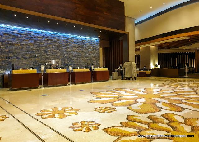Swissotel Al Ghurair elegant lobby