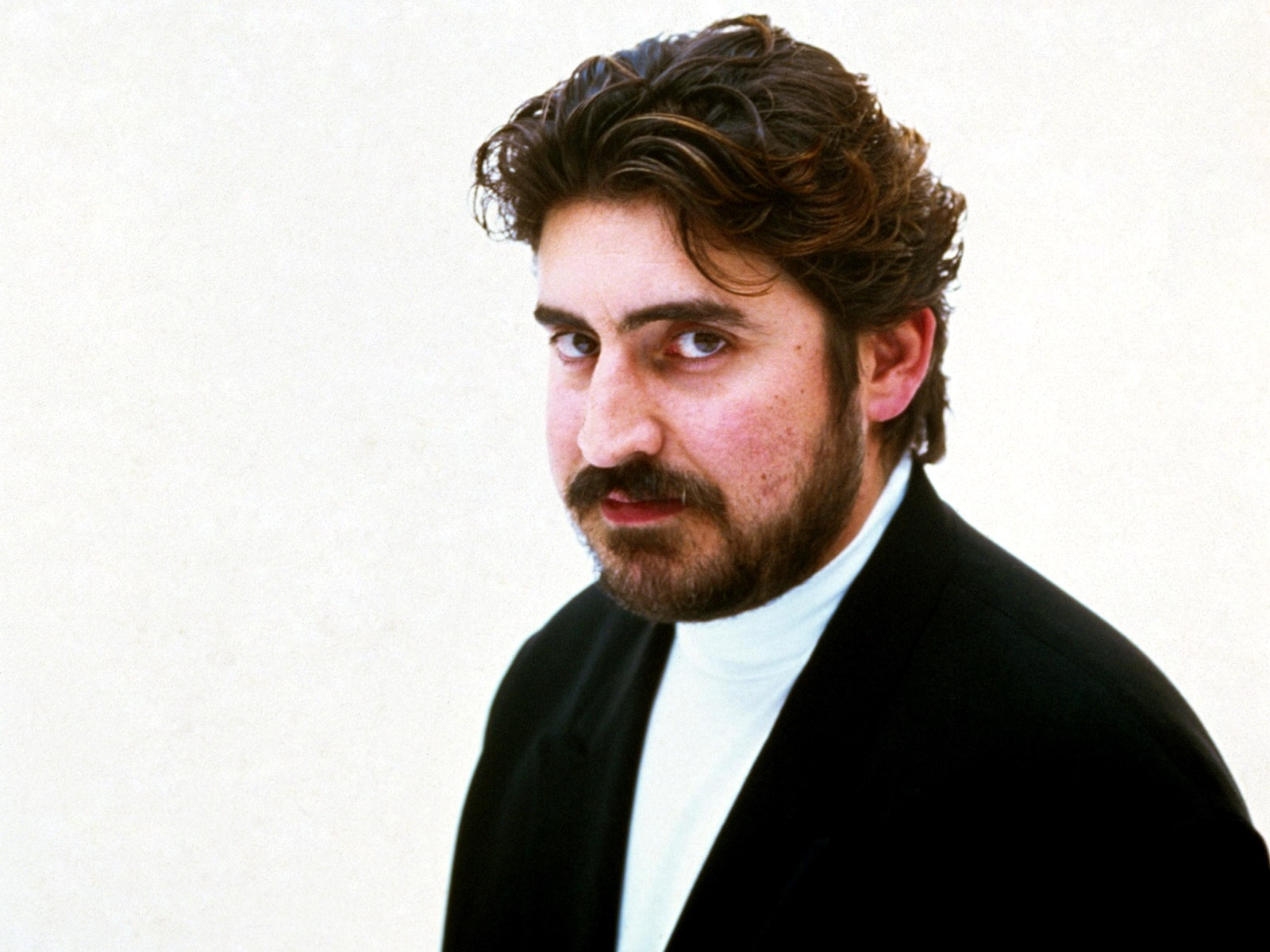 Alfred Molina Side Look