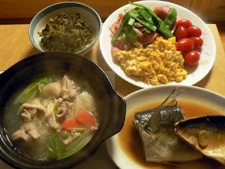 サバ味噌煮 鶏鍋 インゲンベーコンサラダ 高菜ごま油炒め
