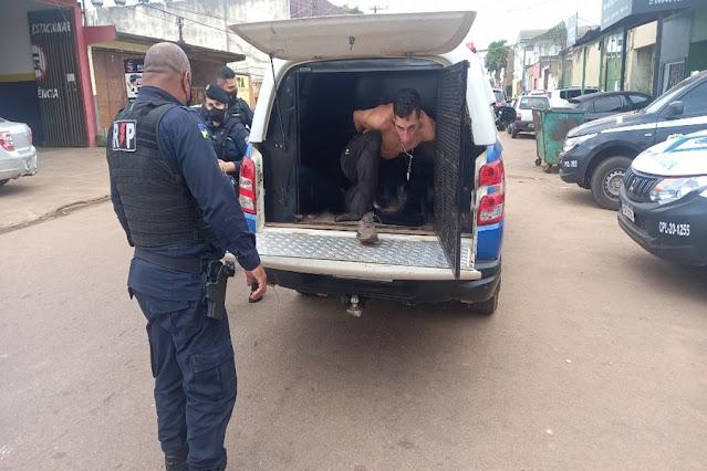 Colombiano é preso após agredir idoso durante roubo em semáforo