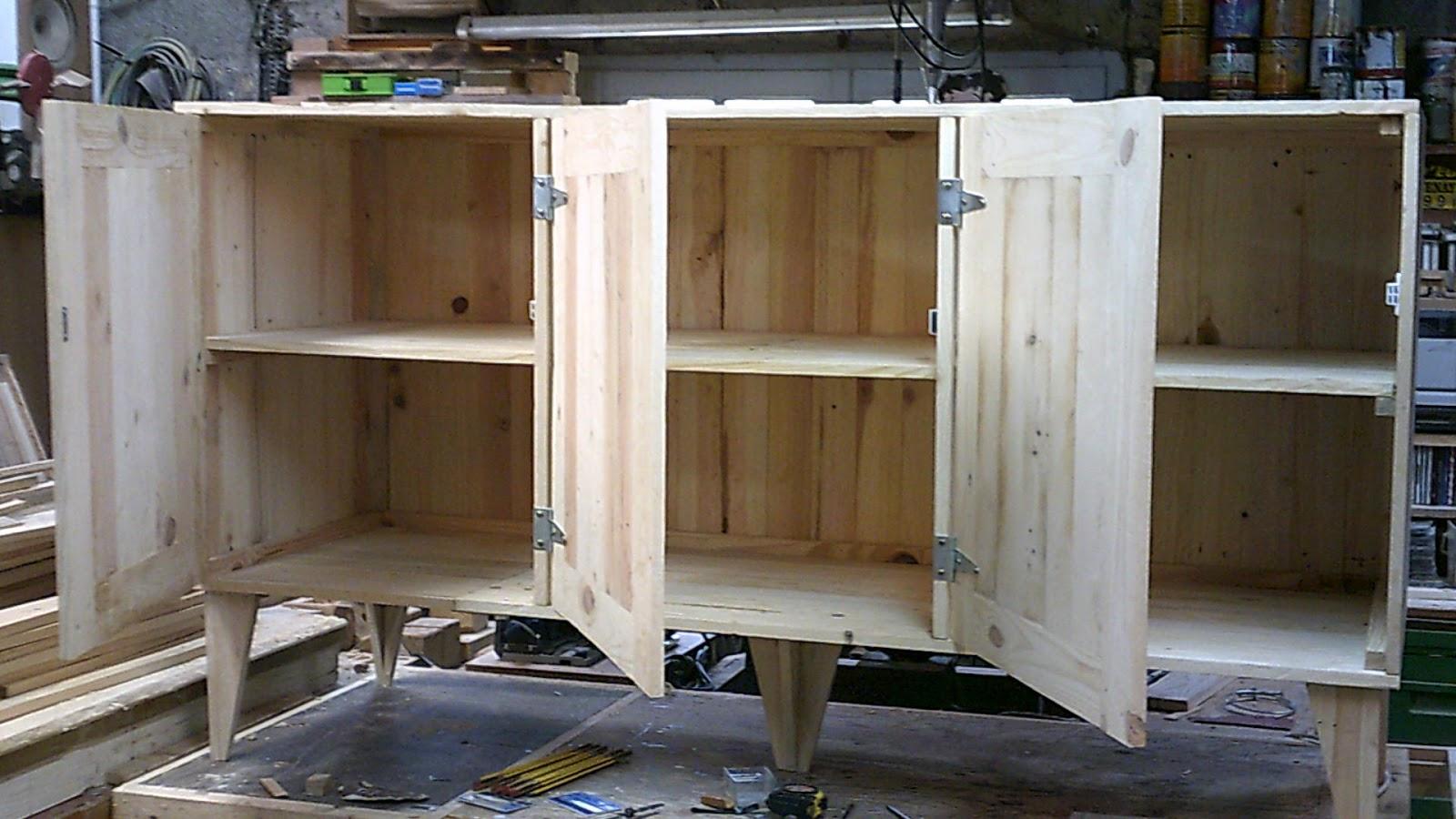 Fabrication de meuble l 39 interieur en bois de palette et for Fabrication de meuble en bois de palette