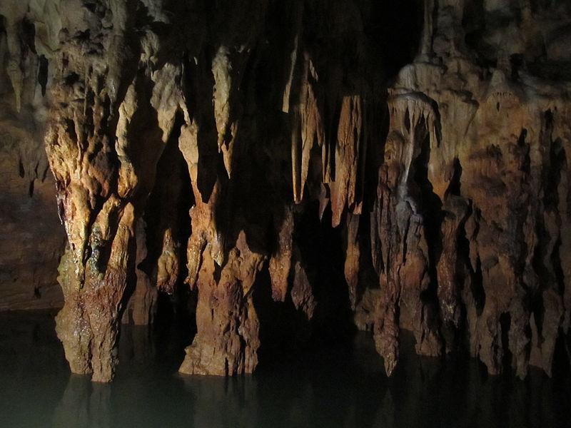 Σταλακτίτες στο σπήλαιο Αγγίτη
