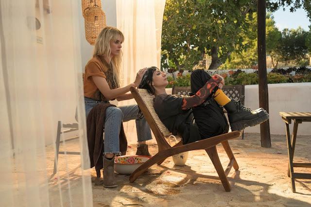 Maca (Maggie Civantos) y Zulema (Najwa Nimri) en 'Vis a Vis: El Oasis'