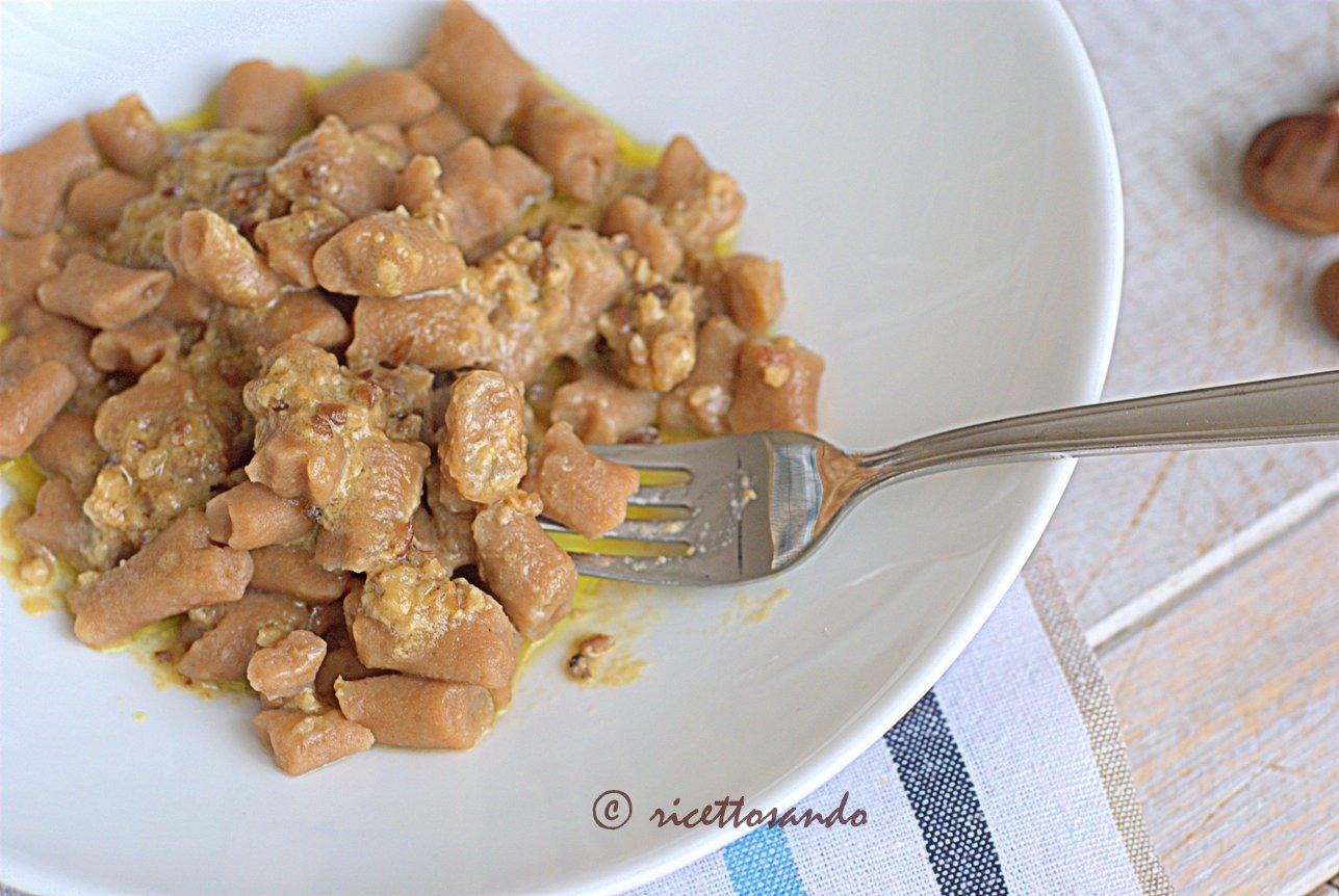 Gnocchi di castagna in salsa di noci ricetta primi piatti