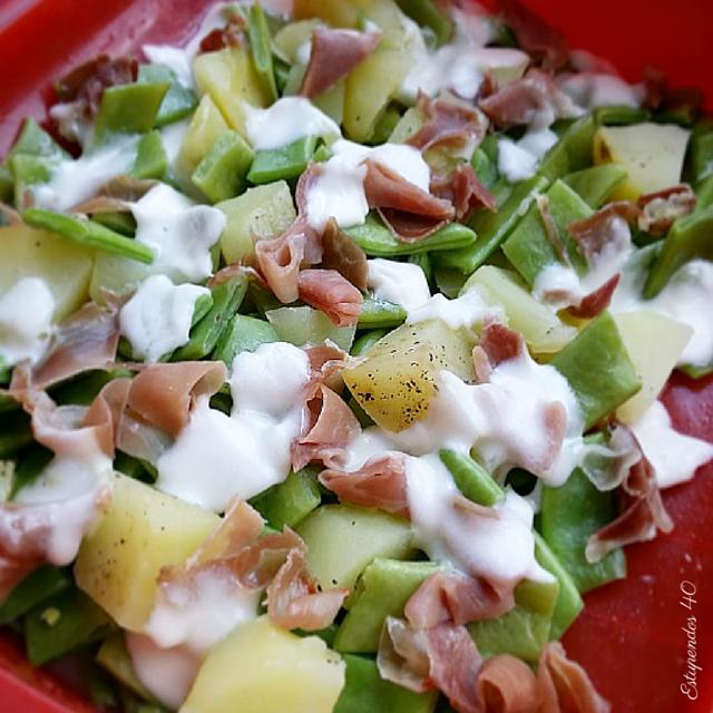 daditos-de-patata-con-judías-verdes-pétalos-de-jamón-y-mozzarella