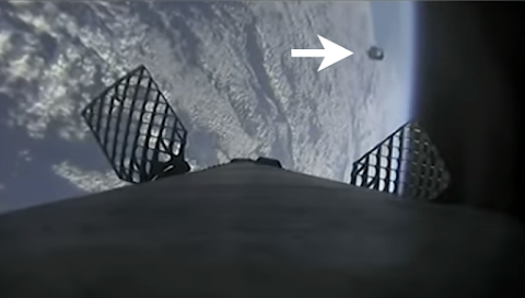 UFO Leaves Earth During Starlink 5 Mission Launch?