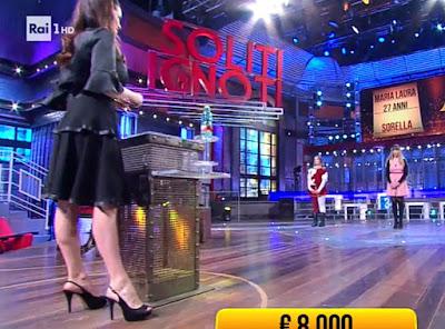 Manuela Arcuri outfit vestito scarpe i soliti ignoti 30 aprile
