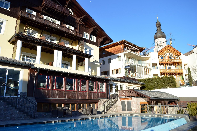 Dove dormire a castelrotto il fascino del benessere dell 39 hotel villa kastelruth - Hotel alpe di siusi con piscina ...
