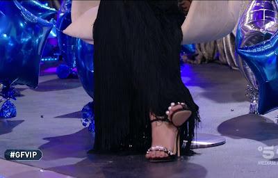 Elisabetta Gregoraci piedi e tacchi gfvip 8 febbraio