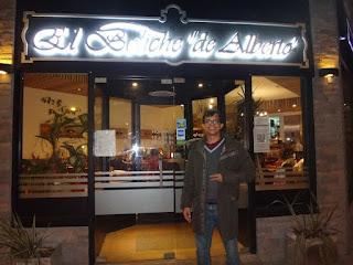 Em frente ao restaurante El Boliche de Alberto em Bariloche