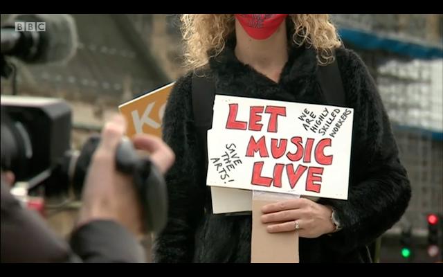 Protesta ante el parlamento británico