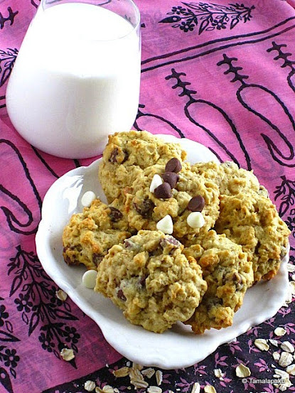 Eggless Oatmeal Chocolate Chip Cookie