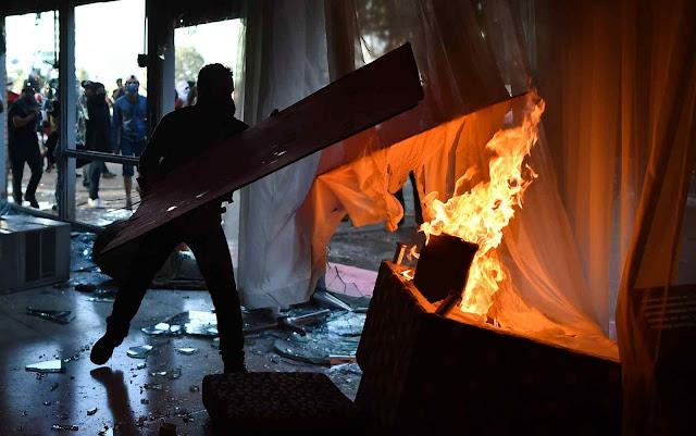 Maio 2017: esquerdistas incendeiam alguns Ministérios em Brasília. Foto G1