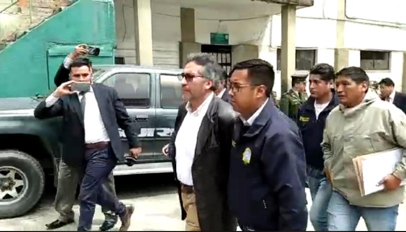 Torrico es trasladado enmanillado a oficinas de la FELCC / ÁNGEL SALAZAR