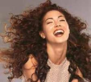 model warna rambut keriting tahun 2001