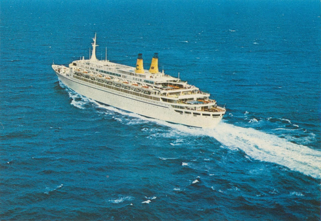 Eugenio C. at full speed mid ocean