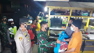 Kompak!  TNI-Polri di Indarmayu Gelar Patroli dan Bagikan Sembako