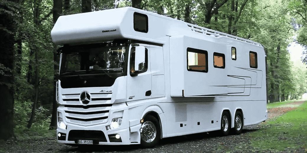 Caminhões Mercedes-Benz são transformados em casas de luxo