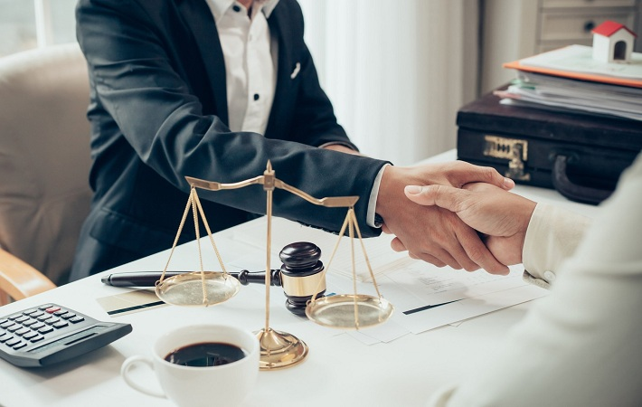 4 Useful Tips For Choosing The Right Lawyer