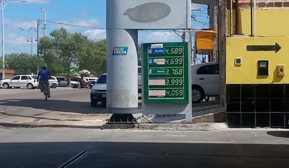 Em Delmiro Gouveia, preço do litro da gasolina  chega a custar  R$ 4,58 com novo aumento