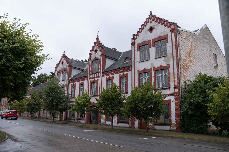Narbsa māja Auces pamatskolas ēka