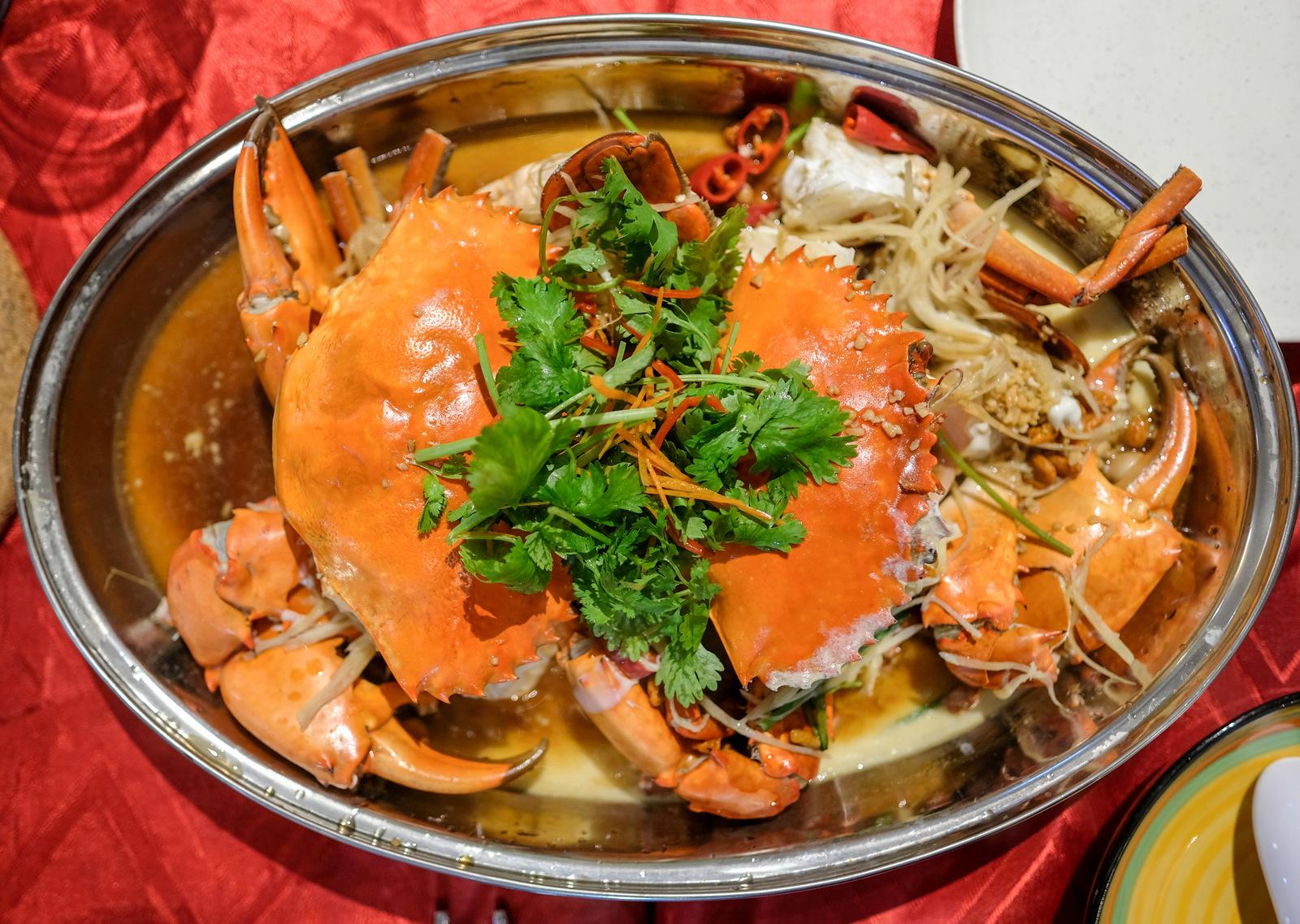 crab feast: wuff & wok bistro