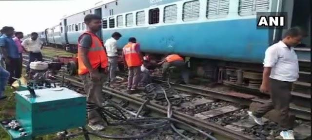 PATRAVARTA BREAKING:- बिहार में बड़ा रेल हादसा,9 डिब्बे पटरी से उतरे,9 की मौत कई घायल।