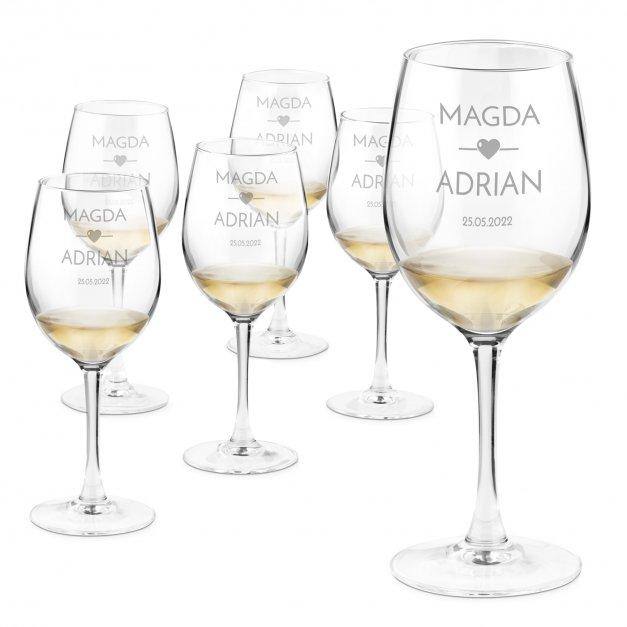 Szklane kieliszki do wina