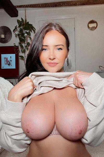 twitter-busty-babe-flashing big-boobs naked shot-1