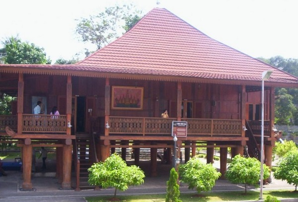 Rumah adat lampung (Rumah nowou)