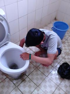 Perusahaan Cleaning service, Perusahaan Cleaning service di Bandung, Jasa Cleaning service di Bandung, Jasa Cleaning service toilet, Jasa Cleaning service Kamar Mandi